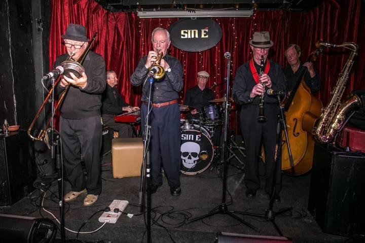 Des Hopkins Dixieland Band